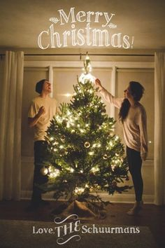 Cute holiday photo ideas for the newlywed couple - Wedding Party