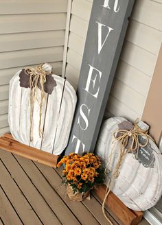 I have never made anything from pallets before. For several years Ikeptseeing thispallet pumpkin post byInfarrantlycreative. The NEED to have these never stopped, yip yip and a woo hoo,this year Herman built me some pallet pumpkins. Last year my fall theme was neutral greys and white. This year I am repeating that with some pops…