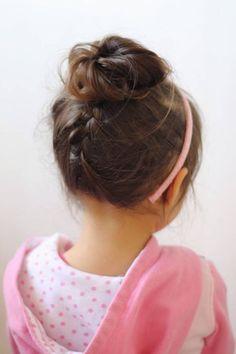 Coiffure petite fille avec serre tête