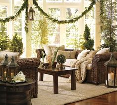 Christmas interiors living room | Decorate a living room for Christmas