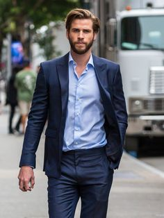 Liam Hemsworth - I volunteer as tribute Liam Hemsworth Height, Chris Hemsworth, Liam Hamsworth, Celebrity Dads, Celebrity Style, Wife Affair, Hemsworth Brothers, Z Cam, Attractive Men