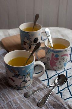 Inkivääri-kurkumajuoma sitruunalla auttaa taistelemaan flunssaa vastaan ja…