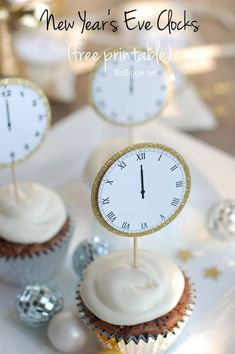 cupcake toppers to Celebrate New Year's Eve with this free printable - midnight clocks - via http://NoBiggie.net