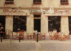 el desaparecido cafe Riquet de Valparaiso, el edificio fue construido en 1860, en una fotografia Flores. by santiagonostalgico, via Flickr