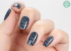 stamping nailart - looks like an old wallpaper :-) #nailitdaily