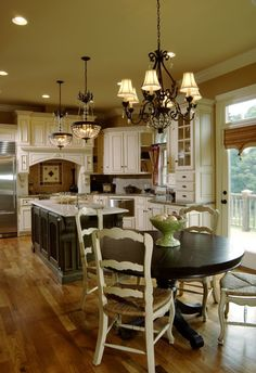 Traditional Kitchen. This looks so good maybe I can just paint my table and leav… | NEW Decorating Ideas