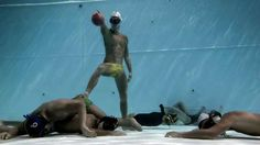 This guy is a Colombian. Norway, Colombia and Germany are the leading countries of the new generation sport called underwater rugby.