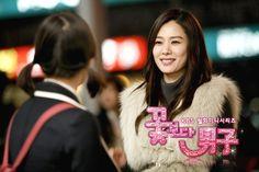 boys over flowers korean Kim Hyun Joo as Goo Joon Hee (Joon Pyo's elder sister) Kim So Eun, Kim Joon, Boys Before Flowers, Boys Over Flowers, Recommended Korean Drama, Geum Jan Di, It's Okay That's Love, Han Byul, Koo Hye Sun