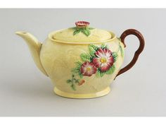 A Carlton ware 'Yellow Rose' pattern moulded teapot. English Pottery, Carlton Ware, Antique Perfume Bottles, Ceramic Teapots, My Cup Of Tea, Chocolate Pots, Art Deco Design, Yellow Roses, Tea Time