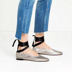ZARA: ballerina in pelle argentata con lacci alla caviglia neri €49,95 (stile MiuMiu!) - seguimi su www.stylosophique.com