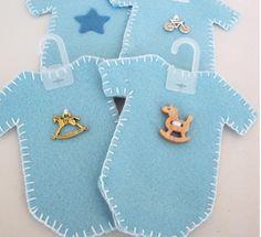 Olá mamães!     Vamos fazer estes lindos bobys para lembrancinhas pro seu chá de bebê! Super fácil de fazer e muito fofo! O desenho de cima...