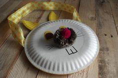 Zajíc z papírových talířů II. - Tento zaječí obličej jsme vytvořili slepením dvou papírových talířů. Vše je laděno do žluté barvy. ( DIY, Hobby, Crafts, Homemade, Handmade, Creative, Ideas)