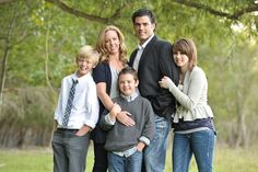 family of 5 pose kids lean in on parents