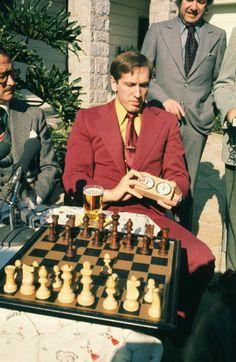 Bobby Fischer con i giornalisti durante una partita di esibizione Los Angeles 5.12.1972