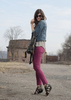 I like the combination of colored jeans + jean jacket