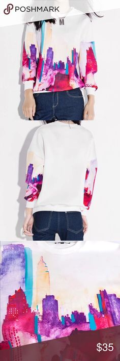Building print sweatershirt Size M. Material: polyester. Super pretty and chic Tops Sweatshirts & Hoodies