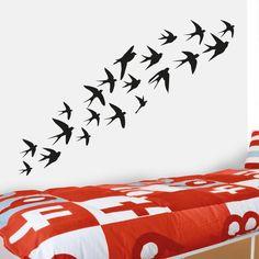 Pássaro a voarem vinil autocolante decorativo de parede. Aplique esta imagem em qualquer superfície lisa (paredes, portas, janelas, mobílias, chuveiro de casa de banho, etc.) e decore a casa a seu gosto.