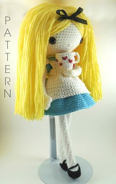 Etsy の Alice  Amigurumi Doll Crochet Pattern PDF by CarmenRent