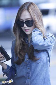 Jessica Jung airport Fashion always impress Jessica & Krystal, Krystal Jung, Snsd Fashion, Korean Fashion, Yoona, Girls Generation Jessica, Jessica Jung Fashion, Airport Style, Airport Fashion