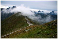 Tatry polskie w chmurach w ostatni dzień sierpnia, widok z Kasprowego Wierchu.
