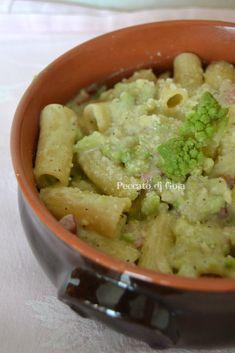 La pasta e cavolo romano non è un piatto semplice e banale, in questa versione golosissima porterete in tavola un primo goloso che piacerà ai commensali.