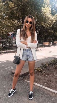50 Best Casual Look Inspirations - Game of Spoons Vans Old Skool Outfit, Black Sneakers Outfit, Short Outfits, Girl Outfits, Fashion Outfits, Cute Outfits, Style Fashion, Fashion Ideas, Casual Winter Outfits