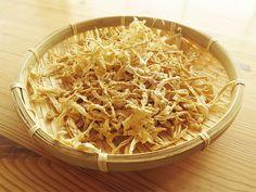 「切り干し大根の作り方」 Coconut Flakes, Spices, Homemade, Make It Yourself, Cooking, How To Make, Junk Food, Japanese Food, Cuisine
