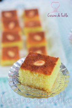 Basboussa aux amandes est une pâtisserie orientale à base de semoule , imbibée de sirop aromatisée ,une pâtisserie très prisée pendant le mois de ramadan.