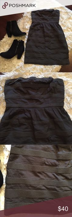 💙J. crew grey party dress Cute strapless dress with pockets. Textured stripes, lined, rear zip. Built in elastic support strap J. Crew Dresses Strapless