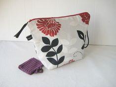 Strikkemappe med nålebrev Fabric Design, Hug, Diaper Bag, Threading, Pictures, Diaper Bags, Mothers Bag, Nappy Bags