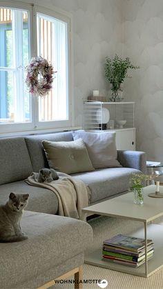 Raufaser war gestern! Mit unseren Tapetenideen bringst Du frischen Wind in Deine vier Wände. Ob fürs Wohn- oder Schlafzimmer, für den Flur oder die Küche – im Beitrag findest Du viele Tapetenideen für Dein Zuhause.
