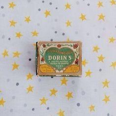 Desde Instagram - agusargonz -  Esta cajita de dorins me la regalo alguien que quiero mucho y es de 1970.