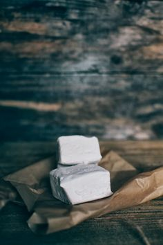 Homemade pillowy Earl Grey Marshmallows (there's also a salted caramel marshmallow recipe here too!)