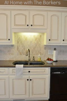 DIY Kitchen Cabinetry: Painted Glazed Kitchen Cabinets - Love this finish! - Home Decor Pin Glazed Kitchen Cabinets, Painting Kitchen Cabinets, Kitchen Paint, Kitchen Redo, Kitchen Remodel, Kitchen Dining, White Cabinets, Kitchen Ideas, Antiqued Kitchen Cabinets