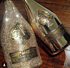 Image de luxury, champagne, and gold Bling Bottles, Champagne Bottles, Champagne Brands, Diy Bottle, Bottle Crafts, Don Perignon, Expensive Champagne, Louis Roederer, Armand De Brignac