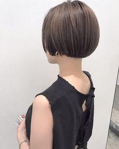 室 奈央子さんはInstagramを利用しています:「ミニボブ🕊 ・ 乾かしてオイルをつけるだけの簡単ヘアー☺︎ ・ 今の季節にぴったりの長さです☻ ・ ・ 1月5日から通常営業いたします🐶 ・ ・ #shima #bob #hair #ボブ #ロブ#切りっぱなしボブ #パーマ #ウェーブ #ヘアー #ヘアスタイル #カラー…」 Asian Short Hair, Asian Hair, Girl Short Hair, Short Hair Cuts, Short Hair Styles, Dark Blonde Hair Color, Chic Hairstyles, Short Bob Haircuts, Hair Styles 2016