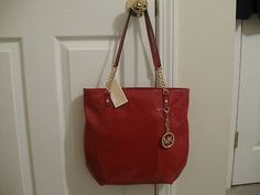 Hint to the Hubby.Cupid needs to deliver this on Valentines Day! Handbags Michael Kors, Tote Handbags, Michael Kors Jet Set, Red Handbag, Longchamp, Shoulder Bag, Tote Bag, Purses, Chain