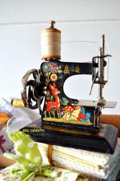 Ana Caldatto : Antiga Mini Máquina de Costura Estrelinha