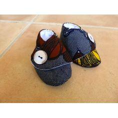 Chaussons pour bébés en tissu (Wax, Liberty, Japonais, ...). Les chaussons sont rembourrés d'une fine couche de ouatine, pour tenir les pieds de votre enfant au chaud.  Plusieurs tailles disponibles.   Plus de détails sur: http://www.waxandco.fr/product.php?id_product=528