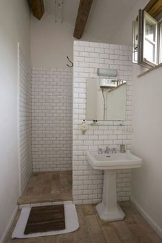 Tiny bathrooms 472878029621803972 - Best Tiny House Bathroom Design Ideas Source by caporalune Tiny Bathrooms, Tiny House Bathroom, Modern Bathroom, Simple Bathroom, Basement Bathroom, White Bathroom, Small Bathroom Showers, Tiny House Shower, Reece Bathroom