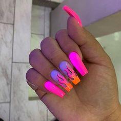 How to choose your fake nails? - My Nails Glow Nails, Aycrlic Nails, Swag Nails, Stiletto Nails, Pink Tip Nails, Matte Nails, Glitter Nails, Summer Acrylic Nails, Best Acrylic Nails