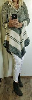 Håndstrikket poncho-genser. Handknitted poncho-sweater with hood. Pocho. sweater. Eget design. My design Design by Annelise Bjerkely. Facebook: strikkesida til annelise Oppskrift til salgs.