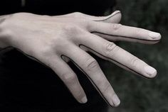 Finger lines tattoo Erinnern Tattoo, Hand Tattoos, Ink Tatoo, Backpiece Tattoo, Home Tattoo, Side Tattoos, Finger Tattoos, Body Art Tattoos, Tattoos For Guys