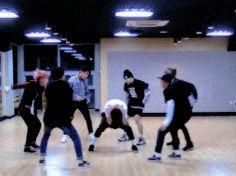 BTS | BANGTAN BOYS. I need U dance practice