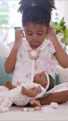 Kindness meets cuteness with Bitty Baby's world of feeding, changing, soothing, and cuddling. Baby Dolls For Toddlers, Baby Doll Accessories, All American Girl, Baby Learning, Bitty Baby, Girl Online, Educational Toys, Baby Toys, Doll Clothes