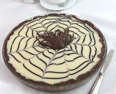Se caffè e cioccolato sono la vostra passione, la torta Mocaccina di Ernst Knam è ciò che fa per voi.