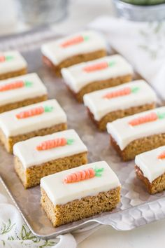 Carrot Cake Bars With Cream Cheese Frosting – moist, sweet and perfectly spiced! Carrot Cake Bars With Cream Cheese Frosting – moist, sweet and perfectly spiced! Mini Cakes, Cupcake Cakes, Food Cakes, Kid Desserts, Dessert Recipes, Delicious Desserts, Finger Desserts, Easy Easter Desserts, Cake Recipes