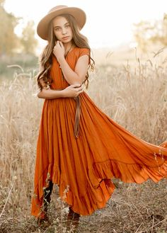 Look effortlessly elegant with this boho maxi dress featuring short capped sleeves, a full skirt. Senior Photo Outfits, Family Picture Outfits, Senior Pics, Senior Year, Hippie Senior Pictures, Farm Senior Pictures, Grad Pictures, Senior Session, Family Pictures