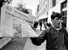 près le rapt du ministre québécois du Travail, Pierre Laporte, et du diplomate britannique James Cross, c'est la première fois dans l'histoire du Canada que la Loi sur les mesures de guerre est évoquée en temps de paix.