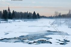 Jokimaisema Ylivieskasta - jokimaisema Ylivieska joki maisema Kalajoki silta Valtakatu kirkko sula vesi talvi talvimaisema usva Latosaari